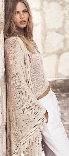 German model Anna Ewers is back for another style update from Mango. From the beaches of Tulum, Mexico, Anna tries on summer 2015 looks with nomadic vibes. Bohemian Mode, Boho Gypsy, Bohemian Style, Anna Ewers, Bohemian Schick, Look Hippie Chic, Style Bobo Chic, Boho Fashion, Womens Fashion