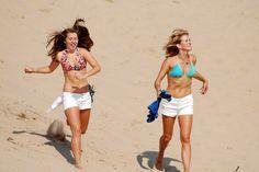 https://flic.kr/p/6Wu5DJ | girls running down a dune.