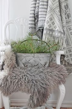 VIBEKE DESIGN: white, grey, touch of green