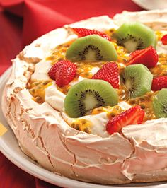 Receita Pavlova Bolo Pavlova, Mini Pavlova, Meringue Pavlova, Pear Recipes, Cake Recipes, Cheesecake Cake, Cupcakes, Bakery, Food And Drink