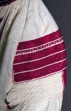 Popular Folk Embroidery Romanian blouse detail C Folk Embroidery, Learn Embroidery, Floral Embroidery, Embroidery Stitches, Embroidery Patterns, Clothing And Textile, Antique Quilts, Folk Costume, Embroidery Techniques
