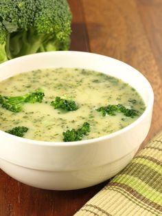 3 SmartPoints Cream of Broccoli Soup – Easy ww points recipes Brocoli Soup, Broccoli Cauliflower Soup, Broccoli Soup Recipes, Cream Of Broccoli Soup, Creamy Cauliflower, Cream Soup, Broccoli Florets, Dukan Diet Recipes, Healthy Recipes