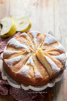 Torta di pere - Ricetta torta di pere (veloce e semplice) Delicious Cookie Recipes, Sweet Recipes, Cake Recipes, Yummy Food, Food To Go, Food And Drink, Sweet Light, Crostata Recipe, Plum Cake