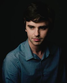 Freddie Highmore is a British actor who is best known for his starring roles in two critically acclaimed American TV series. August Rush, Freddie Highmore Bates Motel, Shaun Murphy, Norman Bates, Good Doctor, Handsome Actors, Star Wars, Attractive People, Celebs