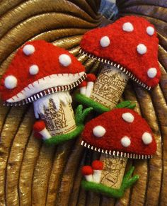 cork mushrooms - DIY and Crafts Felt Crafts, Diy And Crafts, Crafts For Kids, Arts And Crafts, Mushroom Crafts, Felt Mushroom, Cork Ornaments, Snowman Ornaments, Zipper Crafts