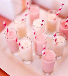 Confira as melhores sugestões de drinks alcoólicos para servir para seus convidados:  http://enfimnoivei.com/como-escolher-bebidas-casamento/