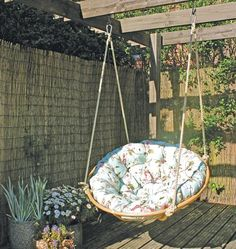 outdoor home decorating with papasan chairs
