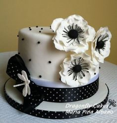Fantastic Hat Shaped Cake Chanel Cupcakes Party Fancy Cakes