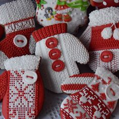 #gingerbreadcookies #christmascookies #wintercookies #handdecoratedcookies #pierniczkiswiateczne #knittedmittens #knittedsocks #candycanes #redandwhite #royalicing #royalicingbuttons #maybeacookies