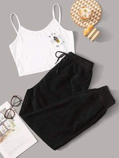 Bee Print Cami PJ Set Check out this Bee Print Cami PJ Set on Shein and explore more to meet your fashion needs! Teen Fashion Outfits, Mode Outfits, Retro Outfits, Outfits For Teens, School Outfits, Preteen Fashion, Fashion Fashion, Pajama Outfits, Crop Top Outfits