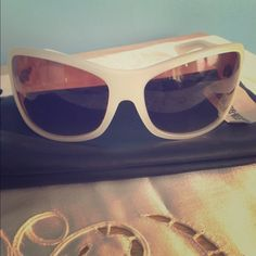 %authentic BLINDE sunglasses ⬇️⬇️reduced⬇️⬇️sexy and lightweight Blinde sunglasses. Worn once but now I need prescriptionmy loss your gain! Creamy color perfect for summer! No damage and comes with soft case Blinde Accessories Sunglasses