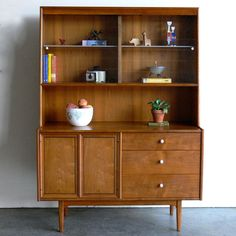 Mid Century Modern Hutch I design inspiration on Fab. Mid Century Sideboard, Mid Century Decor, Mid Century Style, Mid Century Design, Mcm Furniture, Vintage Furniture, Furniture Design, Modern Decor, Mid-century Modern