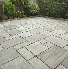 We love this beautifully paved exterior space using our Kandla Grey Sandstone Patio Kit! Perfect for a range of modern and traditional designs. Patio Slabs, Paved Patio, Pool Pavers, Backyard Patio Designs, Backyard Landscaping, Patio Ideas, Stone Patio Designs, Patio Kits, Sandstone Paving
