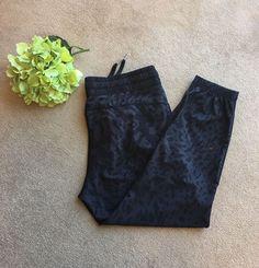 LULULEMON Black Leopard Patterned Silky Slim Jogger Athletic Pants Size 6