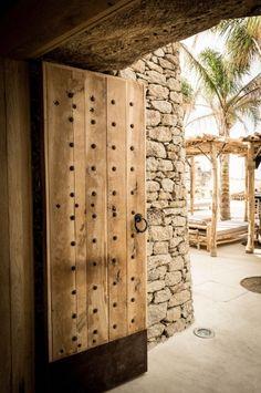 idées déco, scorpios club Mykonos, Hotel San Giorgio Mykonos, destination déco Grèce, lampe bambou, panier naturel, Lovely Market