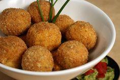 croquetas de pescado Dog Food Recipes, Diet Recipes, Cooking Recipes, Ocean Food, Potato Croquettes, Chili Sauce, Colombian Food, Perfect Food, Fish And Seafood