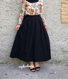 Genç Tesettür Modern Hijab Fashion, Islamic Fashion, Abaya Fashion, Muslim Fashion, Fashion Wear, Skirt Fashion, Fashion Outfits, Modern Abaya, Hijab Style Dress