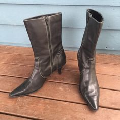 """WORTHINGTON Black Leather Ankle Boots WORTHINGTON Black Leather Ankle Boots.  Pointed toes.  Top stitching adornment.  Inside zipper.  2-1/2"""" heels.   Excellent, gently used condition. Worthington Shoes Ankle Boots & Booties"""