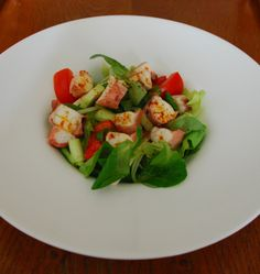 Salată cu caracatiţă Avocado Toast, Salads, Breakfast, Food, Little Cottages, Morning Coffee, Essen, Meals, Yemek