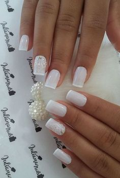 Elegant Look Bridal Nail Art Ideas On the wedding day all parts of the bride's body must be perfect, from the head to toes. The hairstyle that is in chic with the dress is very important, plus beautiful nails with a natural st… French Nail Designs, Nail Art Designs, Gorgeous Nails, Pretty Nails, Glitter Nails, My Nails, Nail Manicure, Nail Polish, Latest Nail Designs