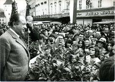 Wahlkampf 1970: Bruno Kreisky hält eine Rede in Vöcklabruck. Mehr zur Ära Kreisky: https://www.nachrichten.at/nachrichten/150jahre/ooenachrichten/Eine-neue-Aera-beginnt;art171762,1668486 (Bild: APA)