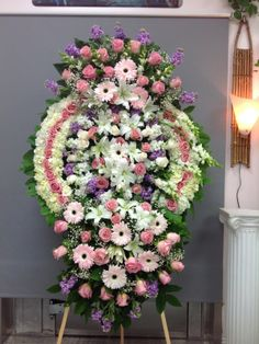 Flower Wreath Funeral, Funeral Flowers, Funeral Flower Arrangements, Funeral Memorial, Sympathy Flowers, Centerpieces, Floral Wreath, Projects To Try, Bouquet