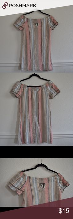 Charlotte Russe Tunic • Size S EUC Charlotte Russe Tunic • 100% cotton • keyhole in front • remember to bundle for a deal! • make an offer :) Charlotte Russe Tops Tunics