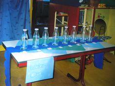 """""""waterorgel """"gemaakt van de zelfde maat glazen flessen, steeds een beetje meer water er in gedaan. afgestemd m.b.v. de blokfluit, zodat er een octaaf ontstaat. Met een houten stokje de flessen""""bespelen"""" ( AnneK) Professor, Homemade Instruments, Music And Movement, Ocean Themes, Primary School, Recycling, Classroom, Science, Kids"""