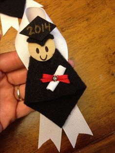graduation craft ideas graduation pins for to wear at kindergarten or 2106