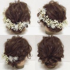 アンティークな大粒のかすみ草と繊細で可愛らしいミニかすみ草のヘッドドレスです♡ 全てプリザーブドフラワーです♪ シンプルでいて、とても印象深い… かすみ草の持つ繊細さ、儚さ、可憐さ… 品があるのにあどけなさも兼ね備えたそんなヘッドドレスです♡ パーツタイプ、または1/2花冠タイプをお選び頂けます꒰◍'౪`◍꒱۶✧˖° こちらは、パーツタイプの商品ページです♪ アンティークかすみ草×12パーツ ミニかすみ草×6パーツ 【製品について】 主にプリザーブドフラワー、アーティフィシャルフラワーを使用して作品を作っております。 ・大変繊細ですので、取り扱いには十分ご注意ください。強く摘んだり、引っ張ったりしますと、花びらが取れてしまったり、お花自体が外れてしまいますので、Uピン、針金等、土台の部分を摘んでお取り扱いください。 ・湿気の多い場所、また直射日光のあたる場所などは、劣化、退色、変色の原因となりますので、保管には十分ご注意ください。 ・素材によって、色や形に個体差があります。また本来のお色に近い状態での撮影を心がけておりますが、お使いのパソコン等で若干違って見えることもござ...