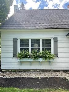 Mobile Home Landscaping, Front House Landscaping, Farmhouse Landscaping, Ranch Exterior, House Paint Exterior, Exterior Remodel, Mobile Home Porch, Mobile Home Exteriors, Mobile Home Redo