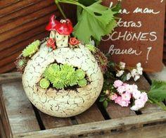 "Gartenkeramik Kugel ""Elfenhäußla"" von Sonjas Bastelecke auf DaWanda.com"