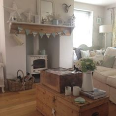 Shabby and Charme – fantastic room avesome Cottage Living Rooms, My Living Room, Living Room Decor, Shabby, Cosy Lounge, My Ideal Home, Country Interior, Home Comforts, Decoration