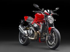 "And here it is, meet the new Ducati Monster 1200 R, the most powerful Ducati Monster yet. Every bit, a Monster every bit pure Ducati. A motorcycle that promises the track thrills as well as everyday road usability. The 1200 cc Testastretta 11° DS ""R"" version V-twin engine produces approximately 10% more power than the engine on the 1200 S. That makes the output numbers at 160 HP @ 9,250 RPM and 131.4 Nm @ 7,750 RPM, numbers that can be very scary on a naked motorcycle."