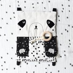 Enthralling high-contrast patterns, enticing textures, and the crunchiest of crinkle paper paws make our Peekaboo Panda Activity Pad a…