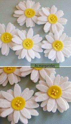 fleurs en feutre 2 - Betty ' s. Felt Flowers, Diy Flowers, Fabric Flowers, Paper Flowers, Felt Diy, Felt Crafts, Fabric Crafts, Fleurs Diy, Felt Brooch