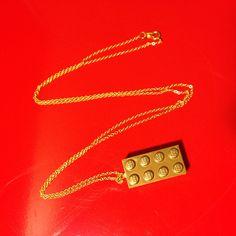 En voilà une idée qu'elle est bonne : fabriquer un collier LEGO® ! Ci-dessous, découvrez étape par étape comment réaliser ce bijou unique qui va faire grand nombre de jalouses...