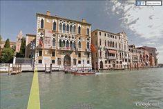 """Venise, Grand Canal. Le Palazzo Cavalli Franchetti est un bel exemple de style gothique à la sauce italienne.  Il date de la deuxième moitié du 15ème siècle / 45°25'54.20""""N 12°19'46.41""""E (Google Earth Street View)"""
