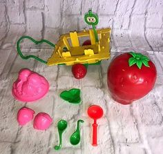 Vintage 1980 Kenner Strawberry Shortcake Escargot Snail Cart Play Set