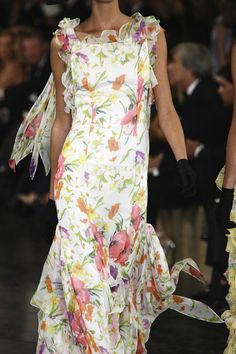 Ralph Lauren - pretty fabric and nice neckline Floral Fashion, Love Fashion, Runway Fashion, High Fashion, Womens Fashion, Pretty Outfits, Beautiful Outfits, Ralph Lauren Style, Girly Girl