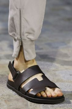 Hermès Spring 2019 Menswear Fashion Show Details: See detail photos for Hermès Spring 2019 Menswear collection. Look 64 Mens Leather Shirt, Mens Leather Necklace, Leather Men, Leather Harness, Leather Bracelets, Leather Gloves, Leather Jacket, Mens Fashion Casual Shoes, Fashion Sandals