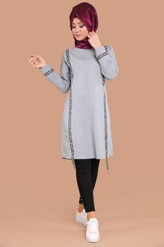 ** YENİ ÜRÜN ** Biyeli Tunik Gri Ürün kodu: BİSS7664 --> 39.90 TL Hijab Sport, Sports Hijab, Knit Fashion, Sport Fashion, Daily Fashion, Muslim Fashion, Hijab Fashion, Pyjamas, Hijab Style Dress