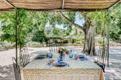 Tour This Picture-Perfect Villa in Provence   Architectural Digest Outdoor Dining, Outdoor Spaces, Outdoor Decor, Parisian Decor, Paris Flea Markets, Zara Home Collection, Architectural Digest, French Artists, Provence