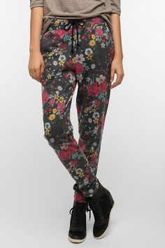 BDG Tapered Floral High-Rise Lounge Pant- Looooove these! Urban Outfitters, Black Wedge Sneakers, Lounge Pants, Passion For Fashion, Autumn Winter Fashion, Casual Outfits, Casual Clothes, Pants For Women, Dress Up