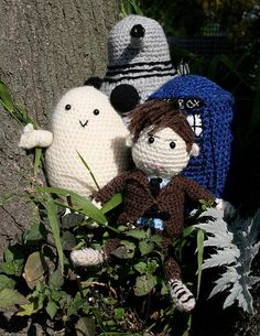 crochet Doctor Who dolls (free pattern).. maybe now I can get the girls to learn how to crochet, hehehe