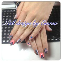 I  these colours together!! #handpainted #naildesignbyemma #pinaparie