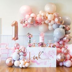 Baby First Birthday Girl Dekoration Luftballons Neue Ideen - - 1st Birthday Party For Girls, Gold First Birthday, Girl Birthday Themes, Birthday Ideas, Cake Birthday, First Birthday Decorations Girl, First Birthday Balloons, Girl 1st Birthdays, Birthday Cake Table Decorations