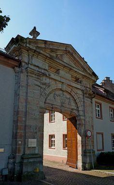 Lichtenthal, OT von Baden-Baden, die 1781 errichtete Klosterpforte des Cistercienserklosters,