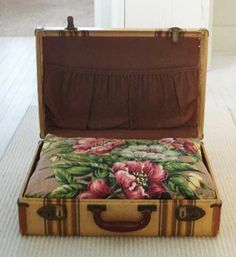 cute floral fabric in vintage suitcase dog bed - minus the lid - Rory would totally close it on himself. Camas Murphy, Dog Beds For Small Dogs, Small Cat, Diy Dog Bed, Vintage Suitcases, Vintage Luggage, Vintage Dog, Cool Ideas, Pet Beds