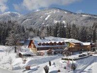 Hotel Vitaler Landauerhof in Schladming www.winterreisen.de günstig buchen / Österreich Das einladende 4-Sterne-Hotel Vitaler Landauerhof befindet sich in Rohrmoos-Untertal, ca. 3 km vom Zentrum Schladming entfernt. Die Bergbahn im Skigebiet Planai liegt etwa 500 m vom Haus entfernt.